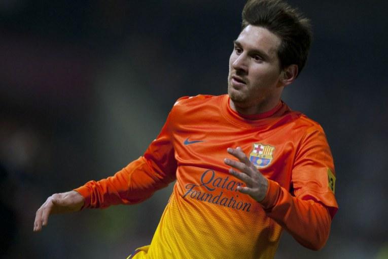 بارسلونا به ماندن مسی امیدور است